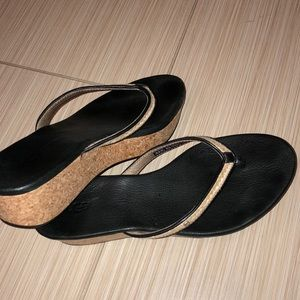 Women UGg sandals  size 8